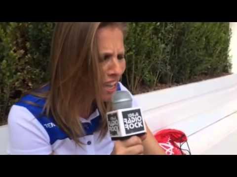 Laura Freddi canta sigla Occhi di Gatto al Karaoke Rock Bike di Radio Rock