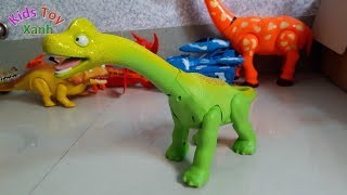 Long blue dinosaur toys play and emit lightning flashes