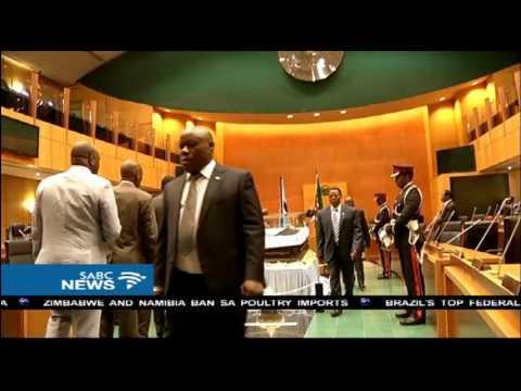 Ian Khama pays last respects to the late Sir Ketumile Masire