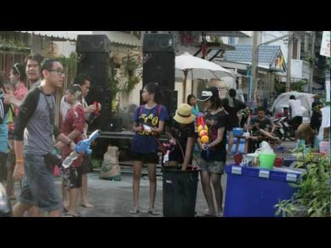 Radetzky-Marsch  Songkran สงกรานต์ Thai New Year (On Nut)  2012  【James Last medley】 タイの水掛祭り ソンクラーン