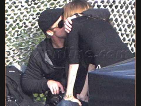 Angelina Jolie and Brad Pitt - Hungary Kisses