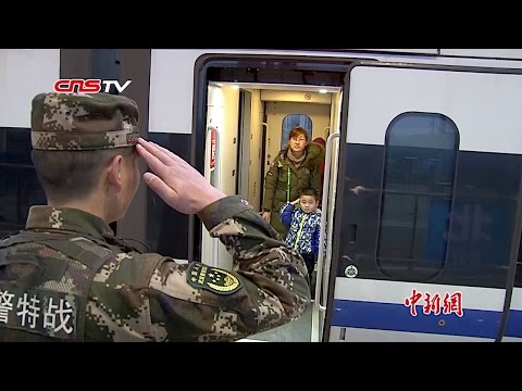 這位武警戰士過年必須上崗從未陪孩子回家過年