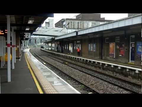 Video of Luton Station - we see FCC Class 319's and an EMT Class 43 HST. This is shot on platforms 1 and 2, the southbound FCC ones.