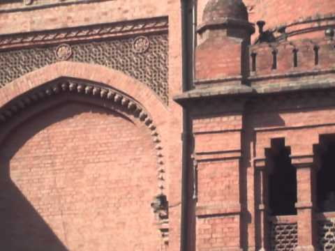 Visit Lahore Musuem one of the 7th wonders of Lahore with Tourist Guide of Pakistan