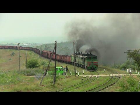 Двойная дымная тяга: тепловозы 2ТЭ10М+3ТЭ10М / Smoky double traction: locos 2TE10M-+3TE10M