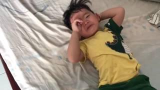 con trai khóc thét khi nghe ba nói tiếng nghệ an , cười đau cả ruột