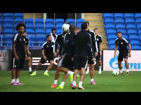 Cristiano Ronaldo & Gareth Bale '' Freestyle Battle '' in Real Madrid Training 2014