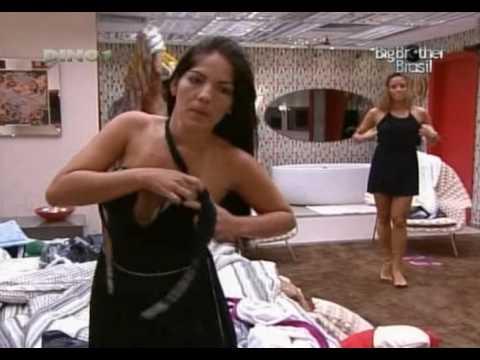 Ops! Anamara mostra o seio - Big Brother Brasil 10