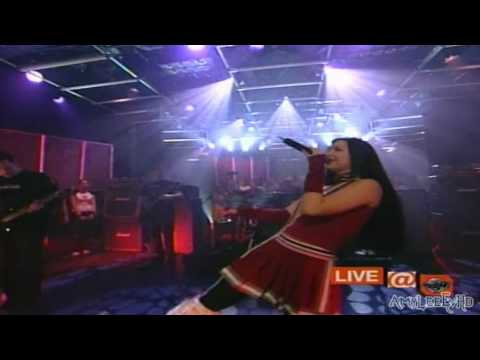 Download Lagu Evanescence - Bring Me To Life (Live @ Much Canada 12/14/2003) HD MP3 Free