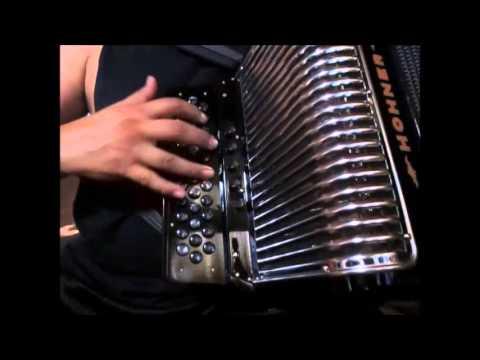 hohner corona III N review demostracion 5 registros 34 botones