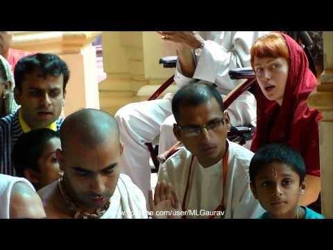 Hare Rama Hare Krishna Iskcon Aarti (awesome Bhajan) video