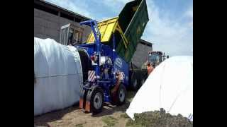 Claas Jaguar + EURO BAGGING EB 3000S make silage in Czech.