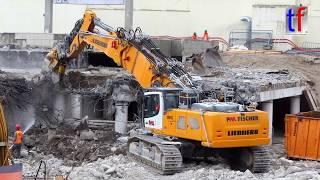 Stuttgart 21: LIEBHERR R 960 demolition, R 946, CAT 325D LN, Abbruch Hauptbahnhof, 12.07.2017.