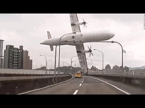MOST SHOCKING VIDEO   Men Plane Crashes Caught On Camera