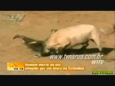 TOURO MATA HOMEM NA COLOMBIA (TOURADA). TORO MATA HOMBRE ,BULL УБИВАЕТ MAN