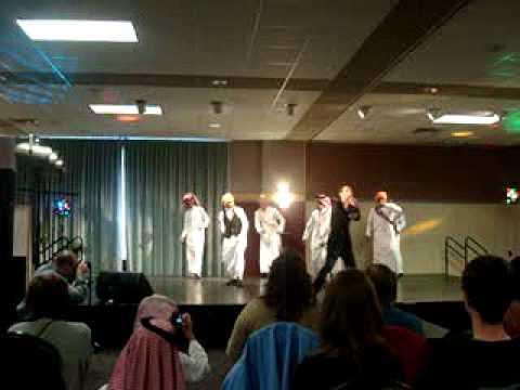 مشاركة طلاب سعوديين في مسابقة رقص الجامعه امريكا وزفة احد الطلاب على الطريقه الجداويه هههههه