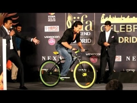 Tiger Shroff's LIVE Stunts At IIFA Awards 2016 Madrid