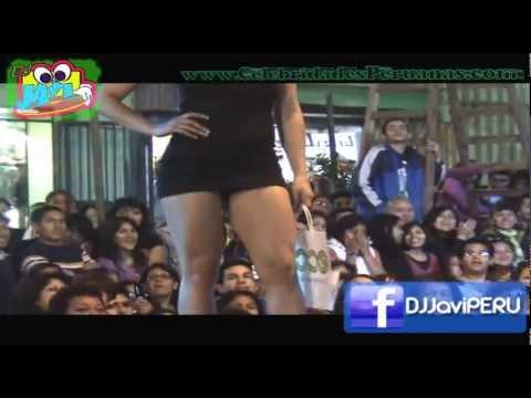 Lucecita Ceballos Nieto en mini falda de infarto (v) Fashion Mode II 2010