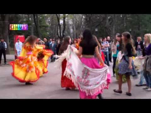 Au marcat dansînd Ziua Internațională a Romilor