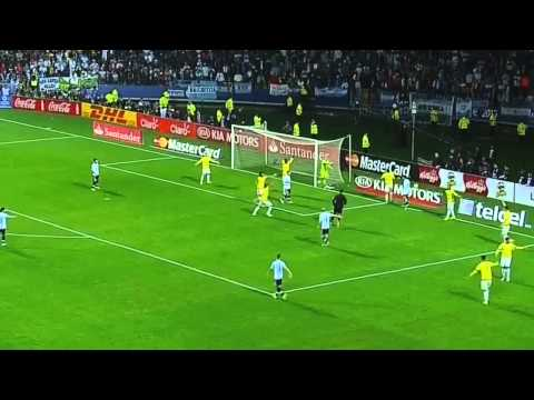 Lionel Messi amazing skill moves on Colombian defenders | Argentina vs Colombia Copa America 2015