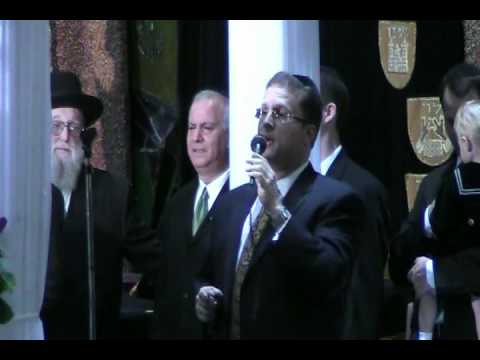 Shloime Dachs Sings Mi Adir At A Chupa (Great Accoustics).mp4