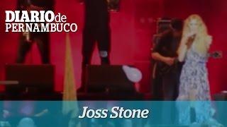 P�blico canta junto com Joss Stone