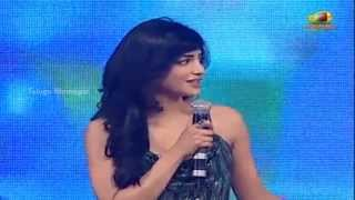 Yevadu - Shruti Haasan Speaking Cute Telugu - Yevadu Movie Audio Launch - Allu Arjun, 1 Nenokkadine DSP