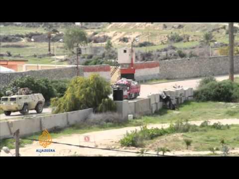 Egypt bombs homes along Gaza border