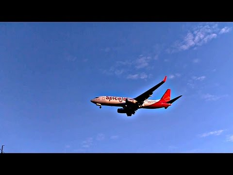 Spicejet Boeing 737 Landing at Mumbai Chhatrapati Shivaji International Airport