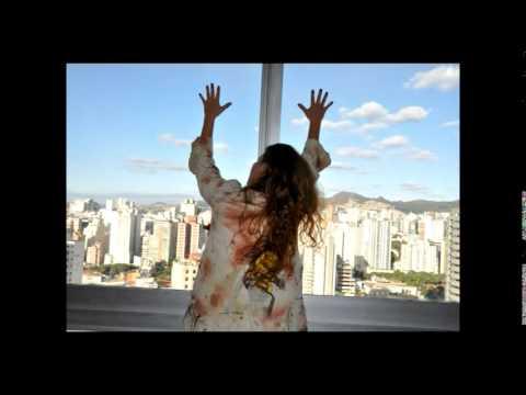 Fúria no tecido da pele de Helena Soares