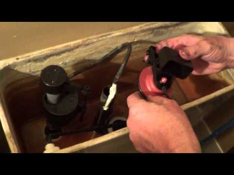Flush Valve Repair Kit - Repair a Leaking Toilet - Fluidmaster 5 Minute Fix
