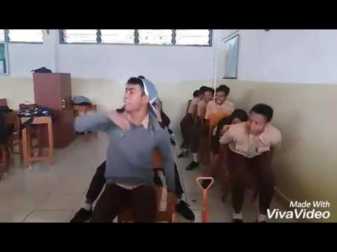 Supir Bus Ugal-Ugalan Versi Anak SMA ( Video Kocak )