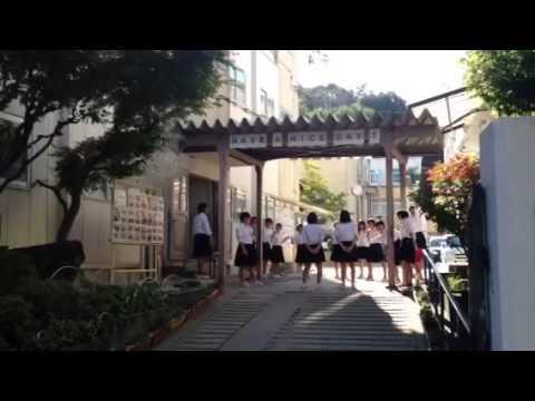 Японские школьницы поют
