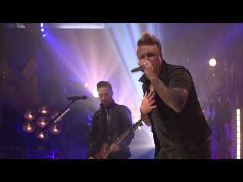 Papa Roach - Leader Of The Broken Hearts (Live @ Guitar Center)
