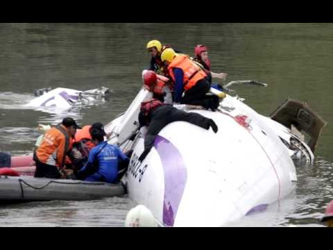 Taiwan plane cartwheels into river after take off killing at least 19
