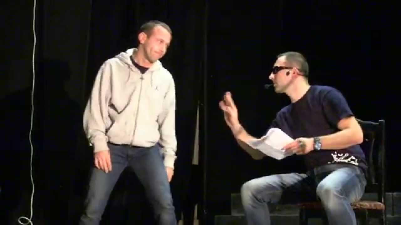 Skecz kabaretu Ani Mru Mru w wykonaniu rawickich nauczycieli