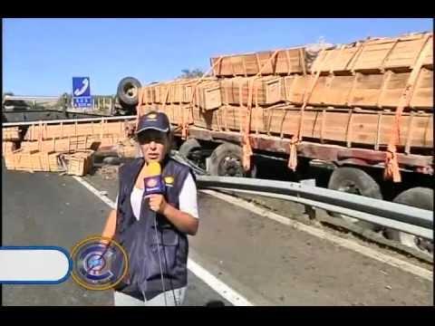 Vuelca Tr�iler En Autopista De Occidente; Segundo En Una Semana