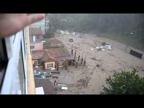 Началото на трагедията, наводнението в гр.Варна, Аспарухово, ул.Моряшка