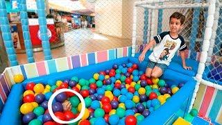 Toquinho Brinca De Pique Esconde No Parquinho Para CrianÇas