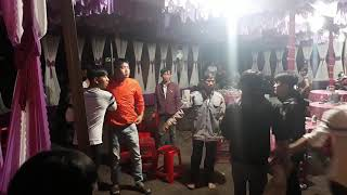 NÓNG: Mấy chục thanh niên hỗn chiến trong đám cưới ở Gia Lai - Xem mà rụng rời tay chân