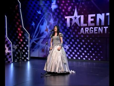 INCREIBLE!!! miren como canta esta mujer!