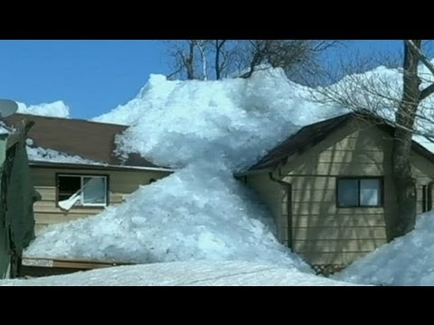 'Ice Tsunami' Video, Photos: Wall of Ice Rises Out of Lake, Destroys Homes