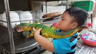 Đồ Chơi Trẻ Em Bé Pin Trò Chơi Cá Sấu Săn Con Vật ❤ PinPin TV ❤