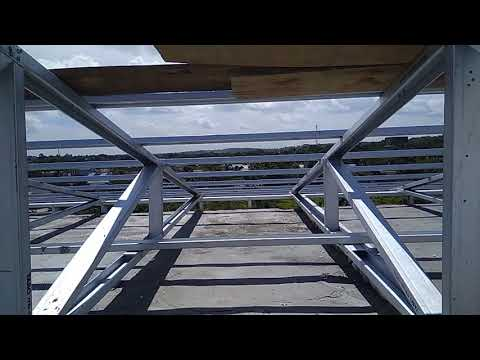 Bagian atap Rumah Burung Walet 8x12 yang terbuat dari baja ringan