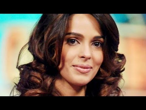 Mallika Goes Fully Nude For Hisss video
