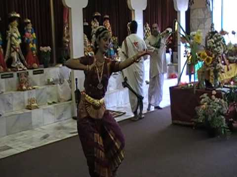 Yogitha Bharathur performs at Shri Mandir San Diego