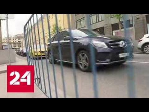 Нелегальные парковщики: откуда приходит человек с заборчиком