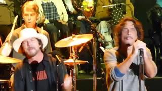 Chris Cornell & Eddie Vedder  - HUNGER STRIKE - Live Temple of the Dogyoutube com