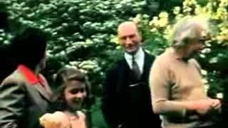 فيديو نادر ملون لـ آلبرت آينشتاين