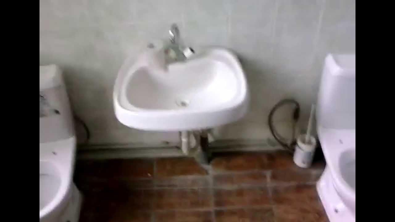 Смотреть писающие девочки в общественном туалете в хорошем качестве 24 фотография